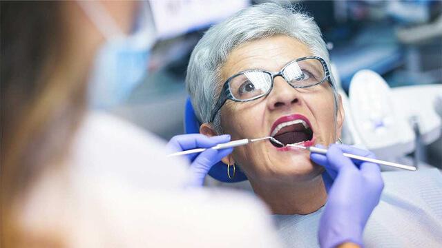 Phòng ngừa các bệnh răng miệng ở người cao tuổi